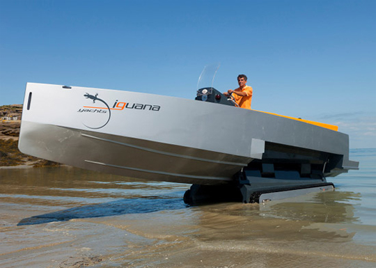 iguana-amphibious-yacht-with-caterpillar-tracks-1