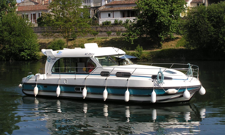 01-bateau-nicols-sedan-1170-10-places.jpg