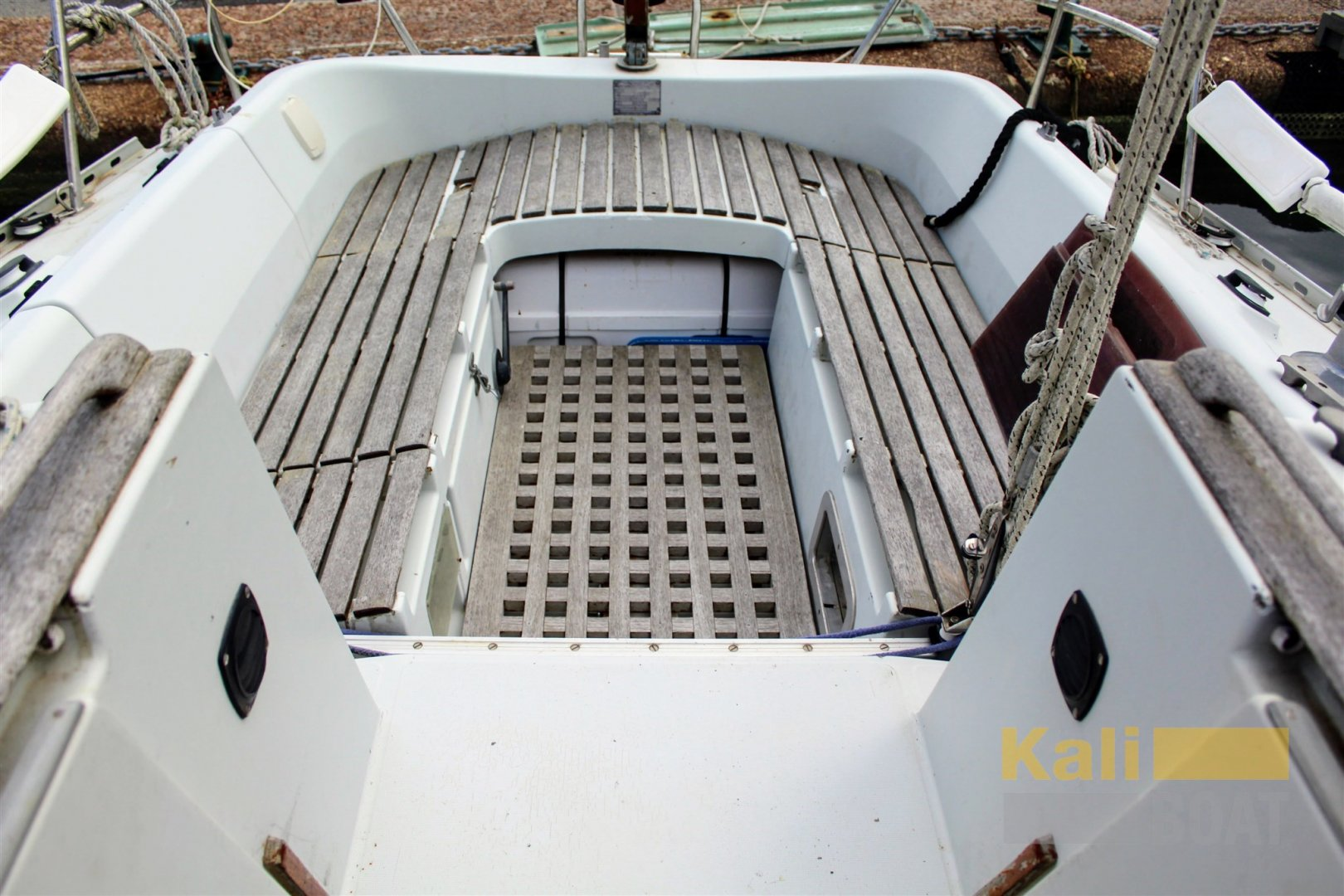 1986 Kirie Feeling 960 showing life raft storage under the abeam aft cockpit seat.jpg