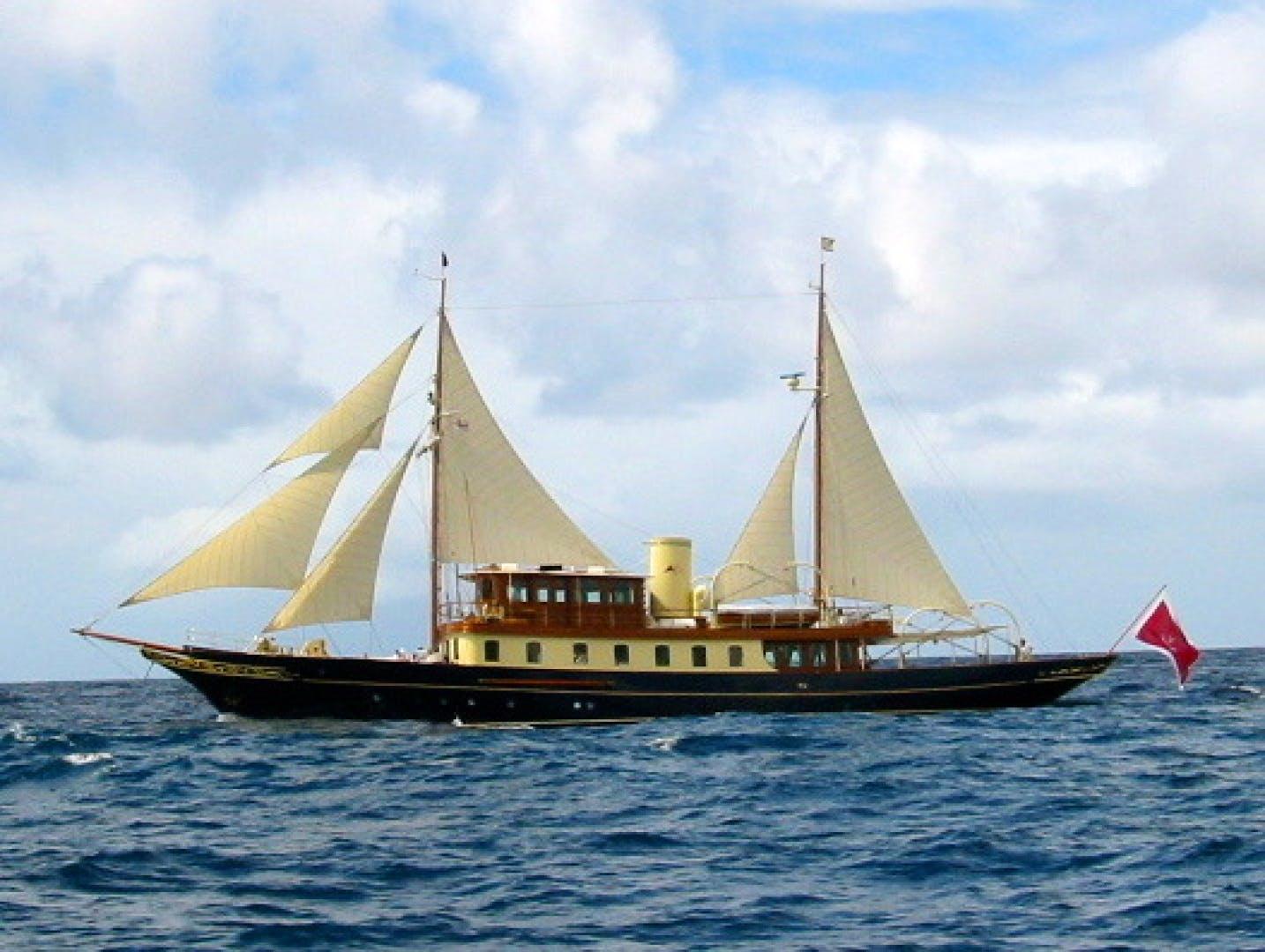 Atlantide sailing along.jpg