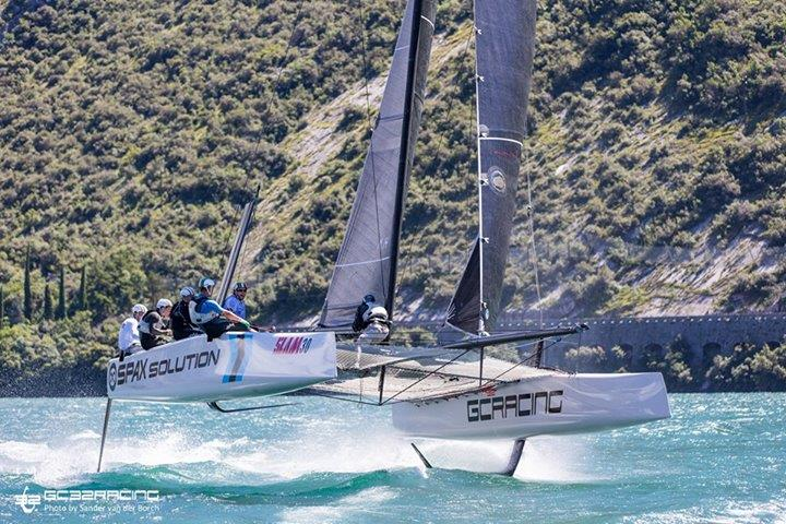 GC 32 speed record 37.9 knots Sander van der Borch.jpg