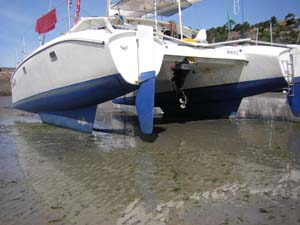 LAR keels and fixed spades rudders on a modified Dazcat 9.2 dried out on Erquy Beach.jpg