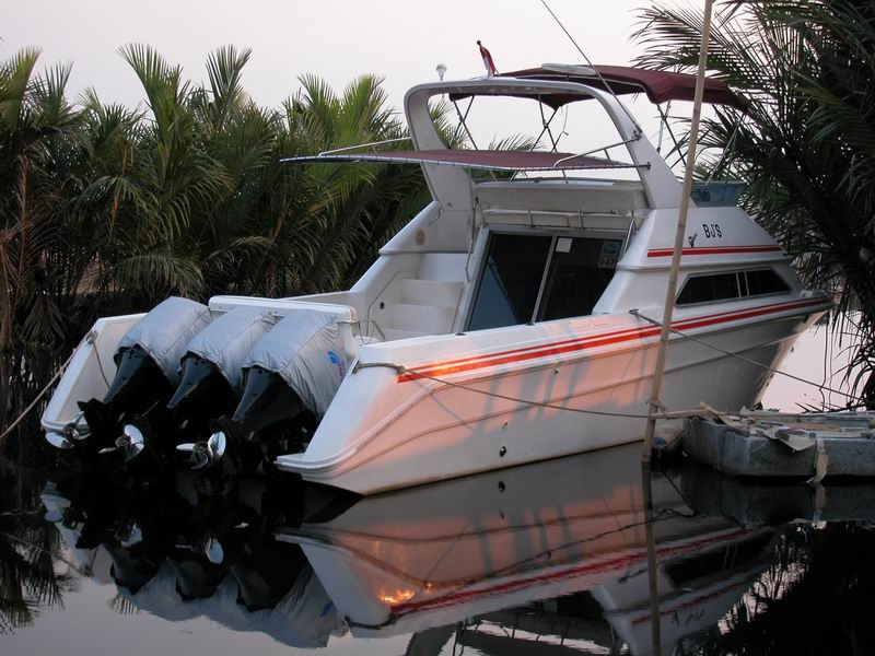 Luhrs T-29 (1995) diesel inboard converted to outboard