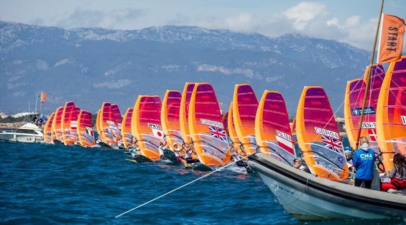 RS windsurfers 2019 windward rig heel.jpg