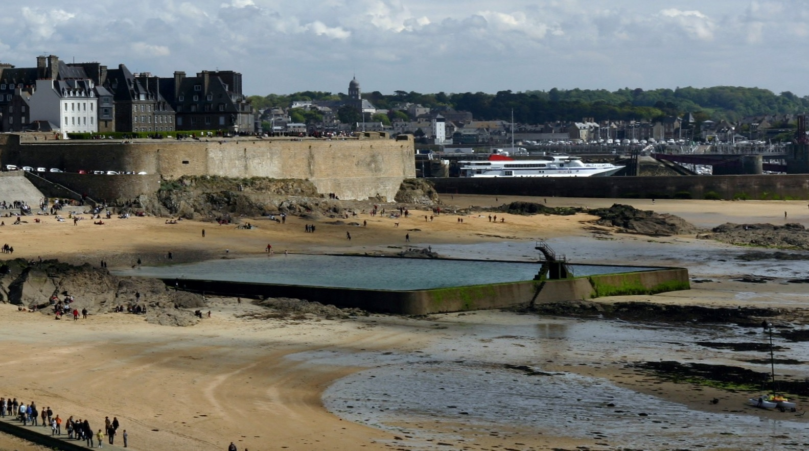 Saint Malo old city ebb tide swimming pool with dive towers.jpg