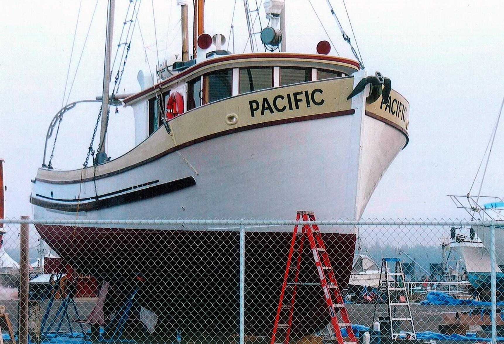Troller Yachts Vs Trawler