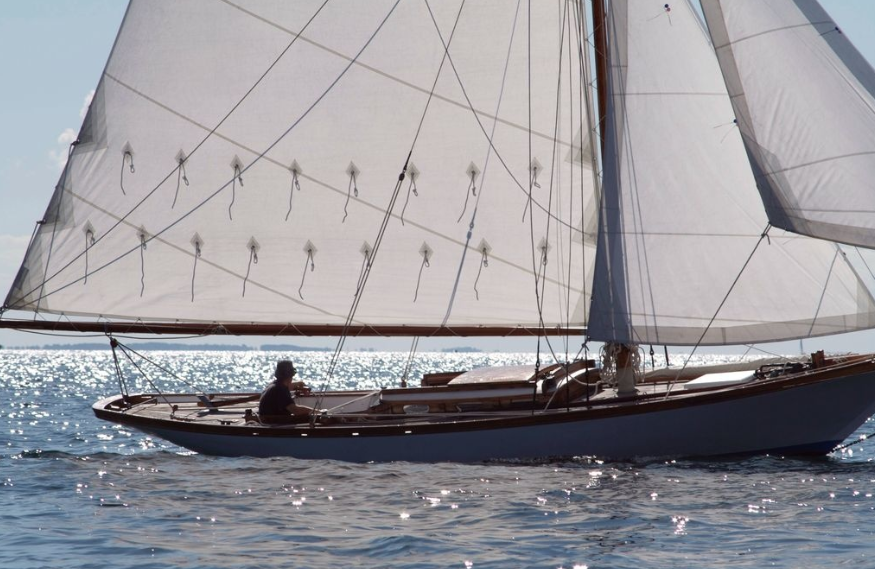 Why Do Classic Wooden Sailboats Have A Low Freeboard Design Boat