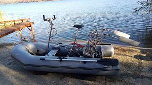 Flapping foil propulsion boat